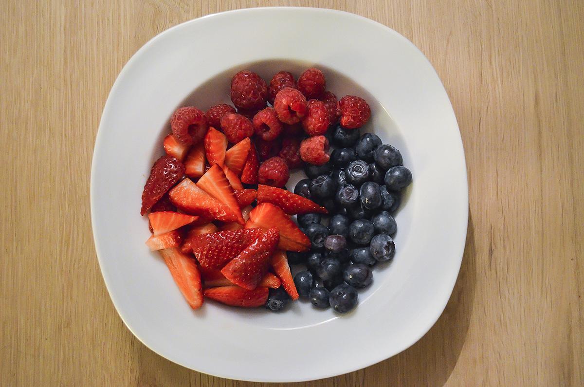 opskrift-sommerkage-med-bær-og-marengs-3