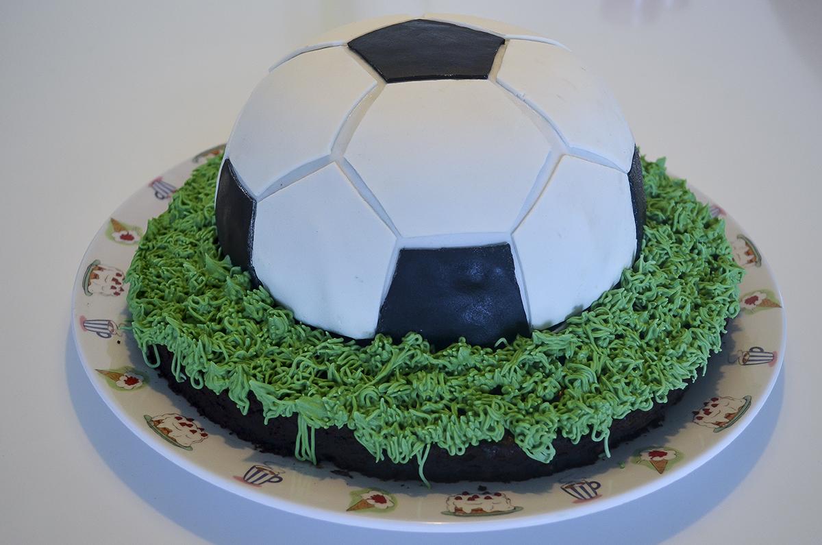 fodboldkage-med-oreofyld-1