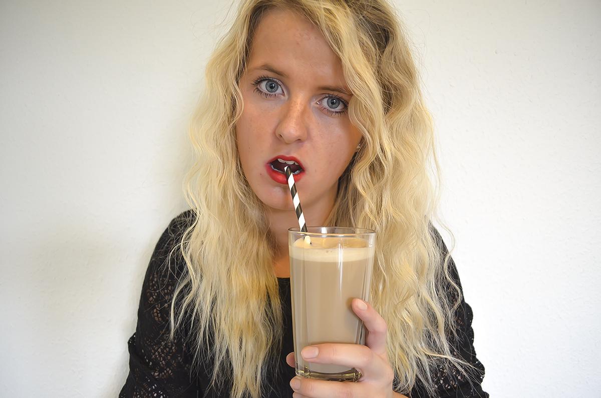 lipstick-and-coffee-5